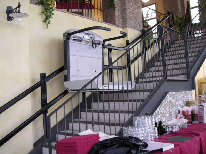 hostelería accesible - salvaescaleras restaurante - salvaescaleras hostelería - plataformas salvaescaleras hoteles